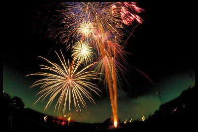 Revetlla de Sant Joan: foguera, tradicions, sopar i ball