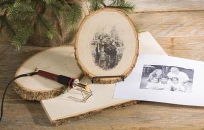 Taller 'Transferència d'imatge a fusta'