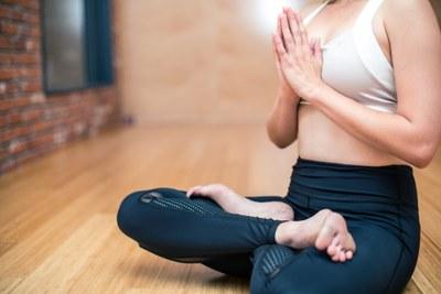 Tallers Aprèn a estimar-te: taller d'abdominals hipopressius i de meditació