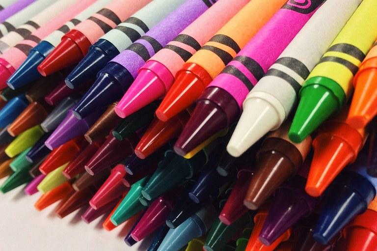 crayons-2667713_1920.jpg